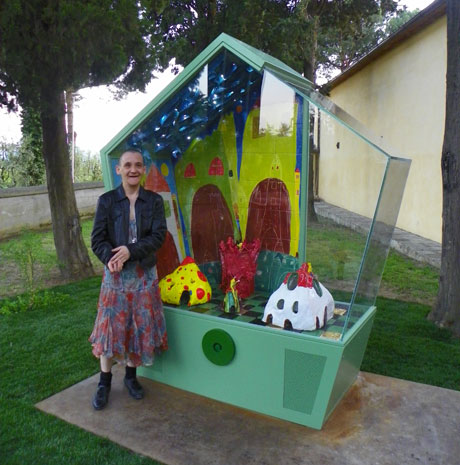 Sandra Tomboloni with her artwork